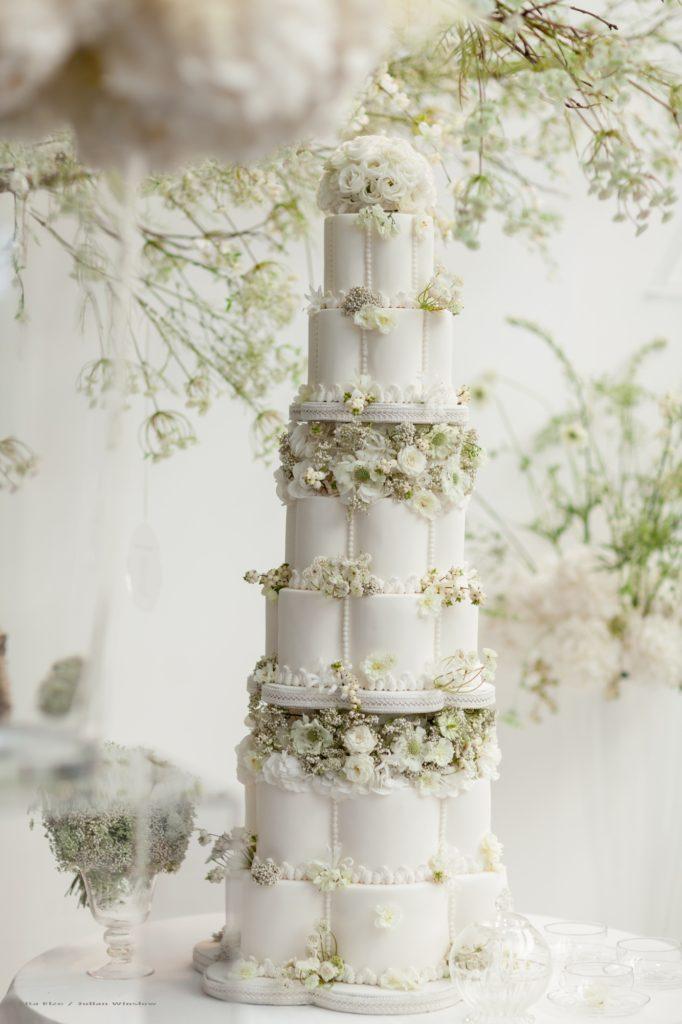 white-petal-shaoed-cake3