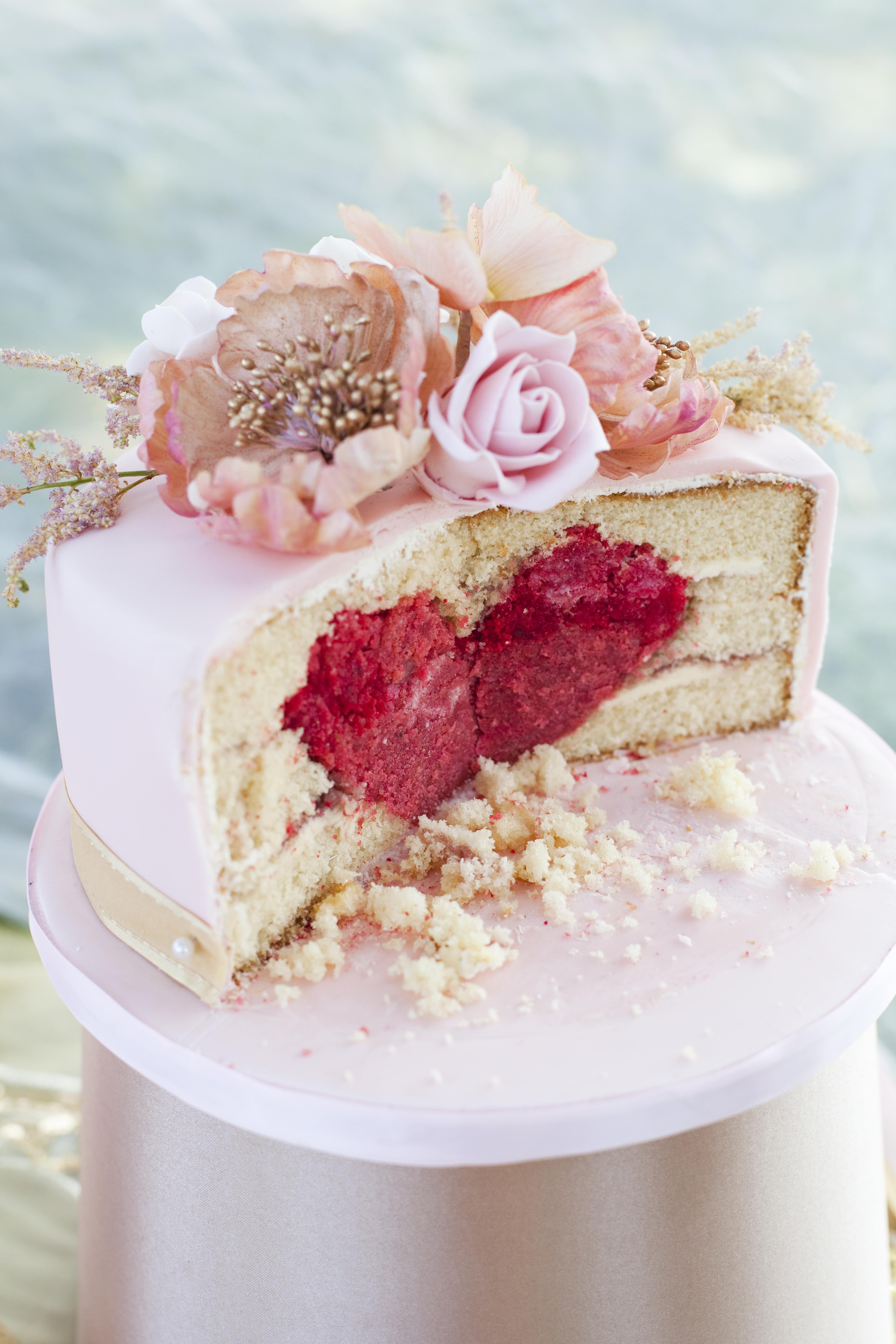 valentines-day-hidden-centre-cake-elizabeths-cake-emporium
