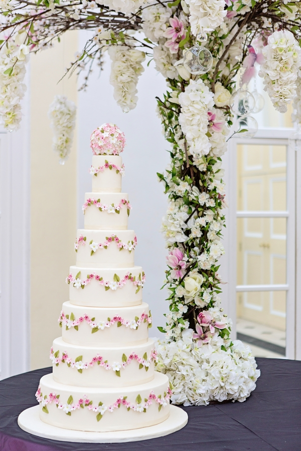 pretty-garland-cake-blenheim-palace
