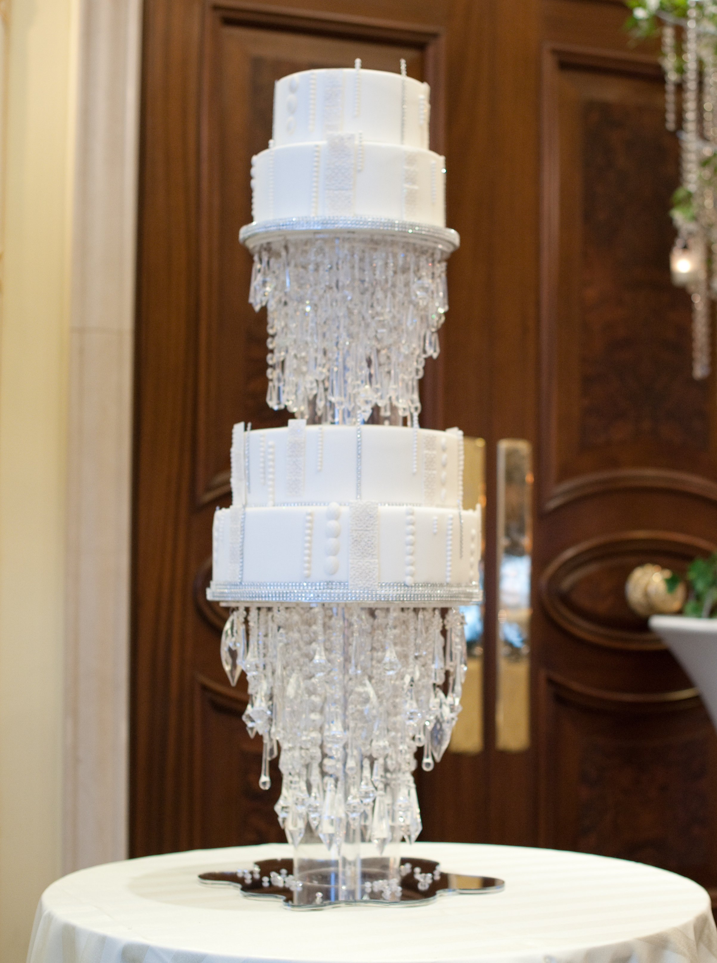 floating-chandelier-cake