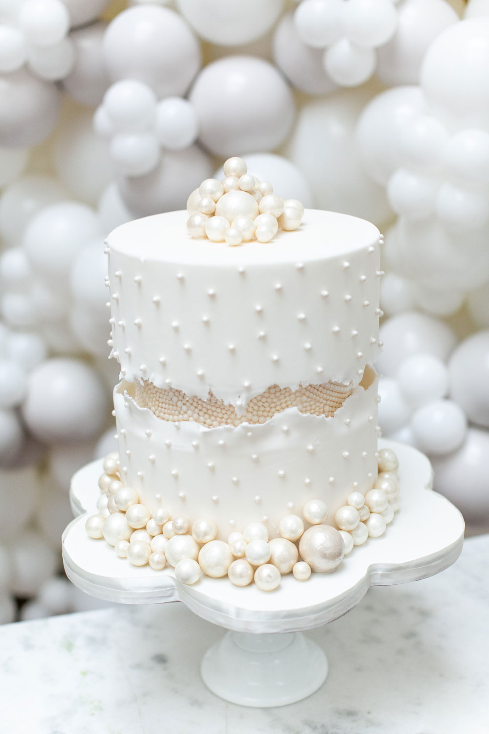 fault-line-pearl-luxury-wedding-cake-from-elizabeths-cake-emporium