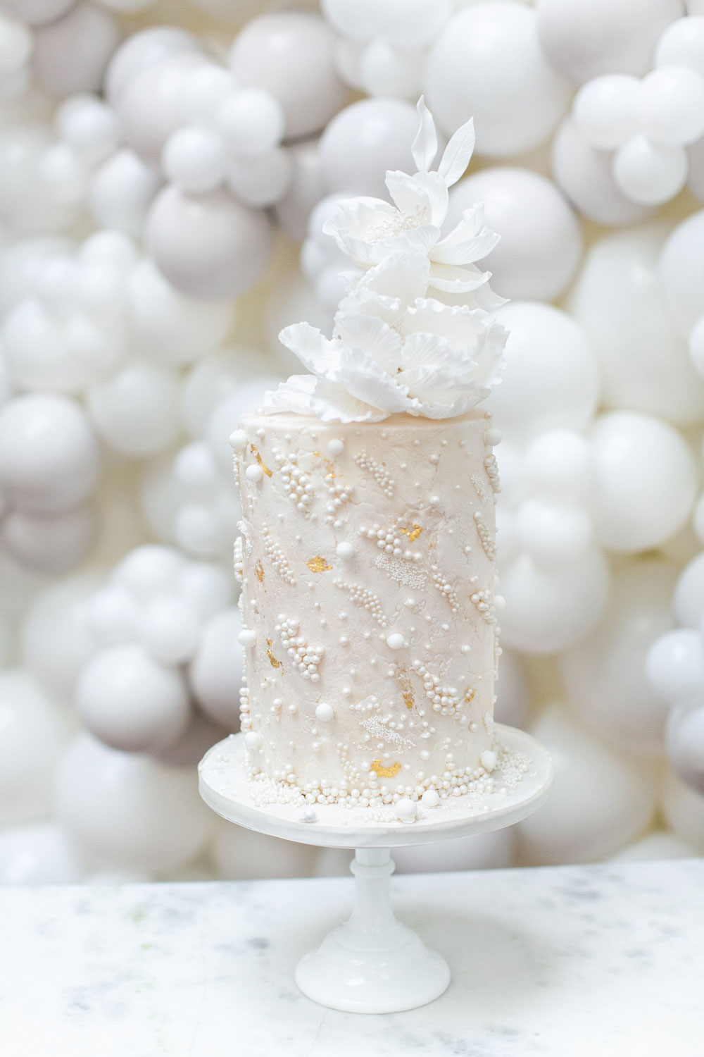 pearl-luxury-wedding-cake1-by-elizabeths-cake-emporium-1