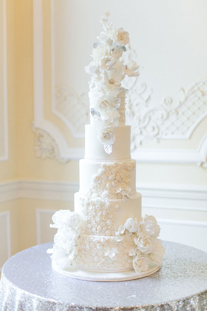 silver_white_and_silver_bas_relief_cake