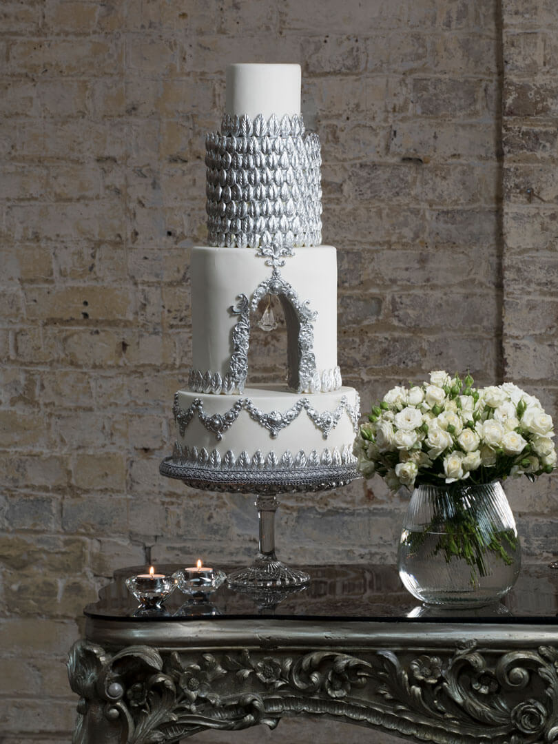silver_white_and_silver_chandelier_cake